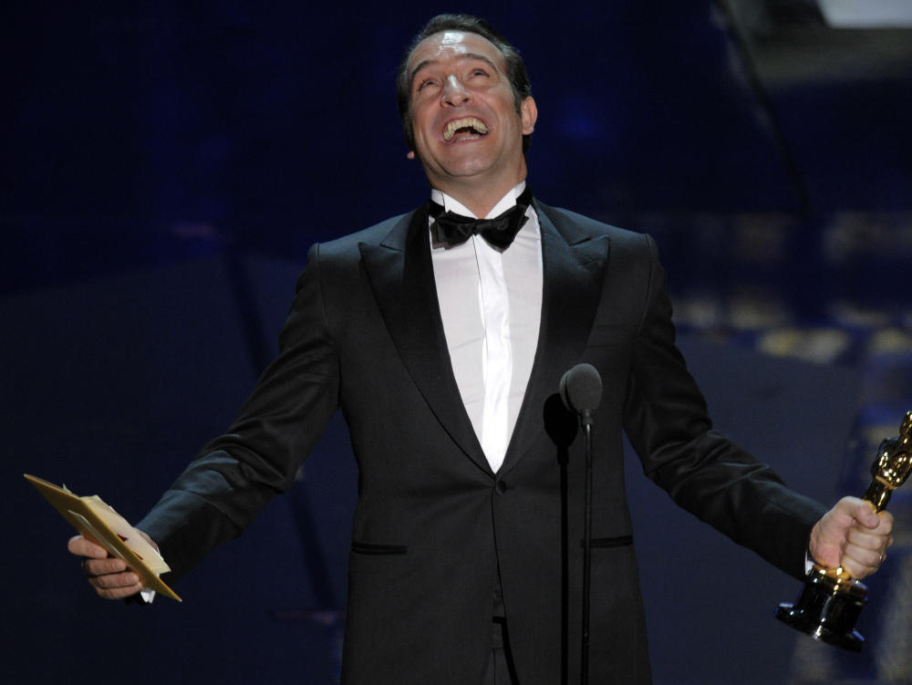 39 artist 39 comes out on top as oscars regroup reminisce for Jean dujardin oscar