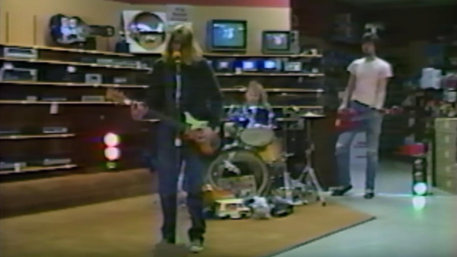 Nirvana Played An Empty Radio Shack On The Road To Fame