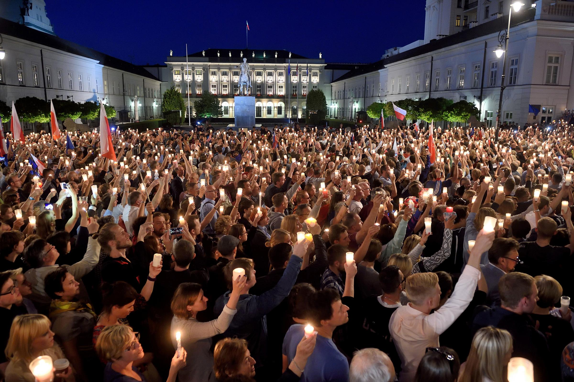 Thousands of Poles Take To Streets To Protest Judicial Reforms