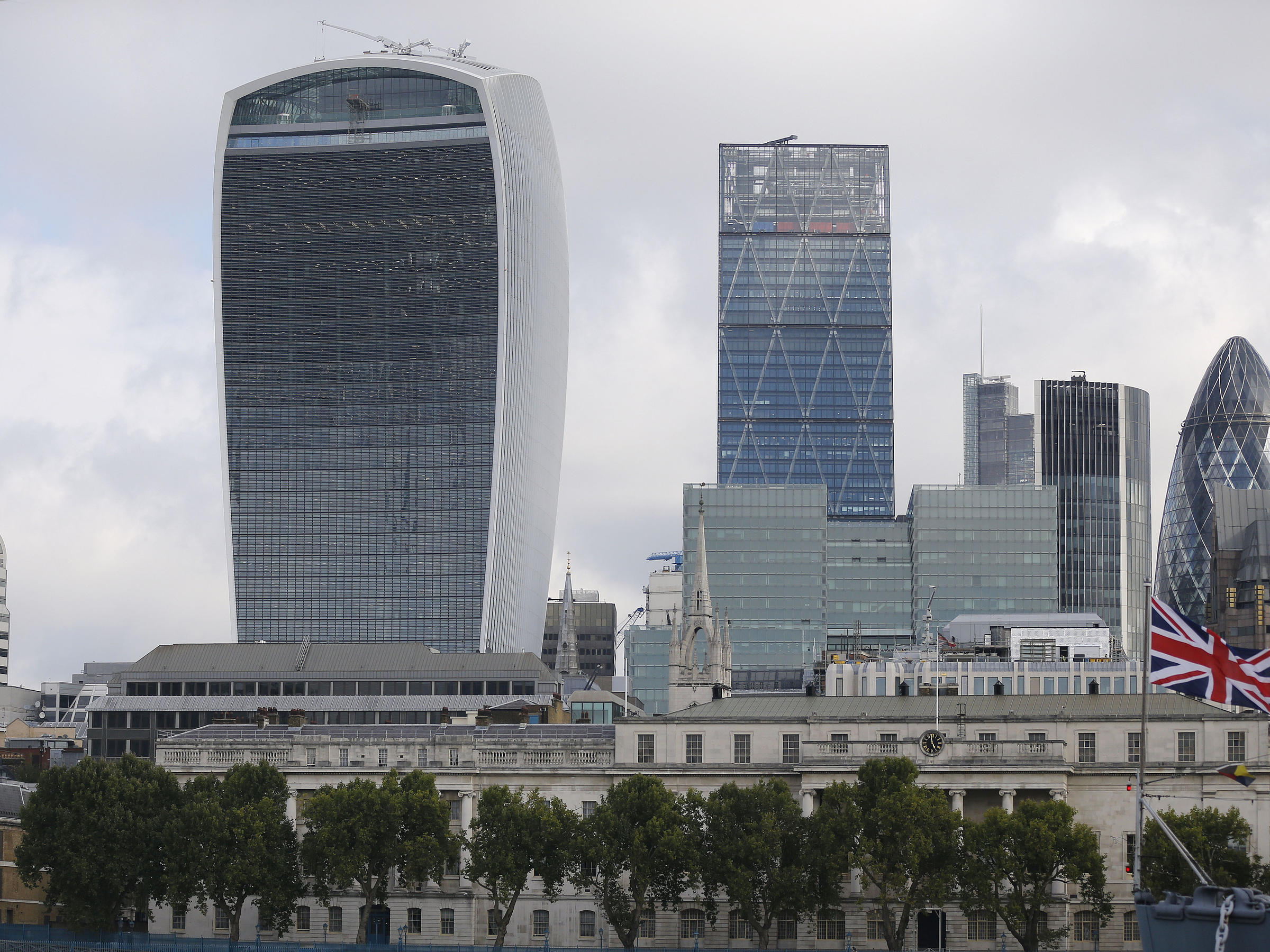 39 walkie talkie 39 tower roasts competition for uk 39 s worst building wpsu - Britains craziest sheds competition ...