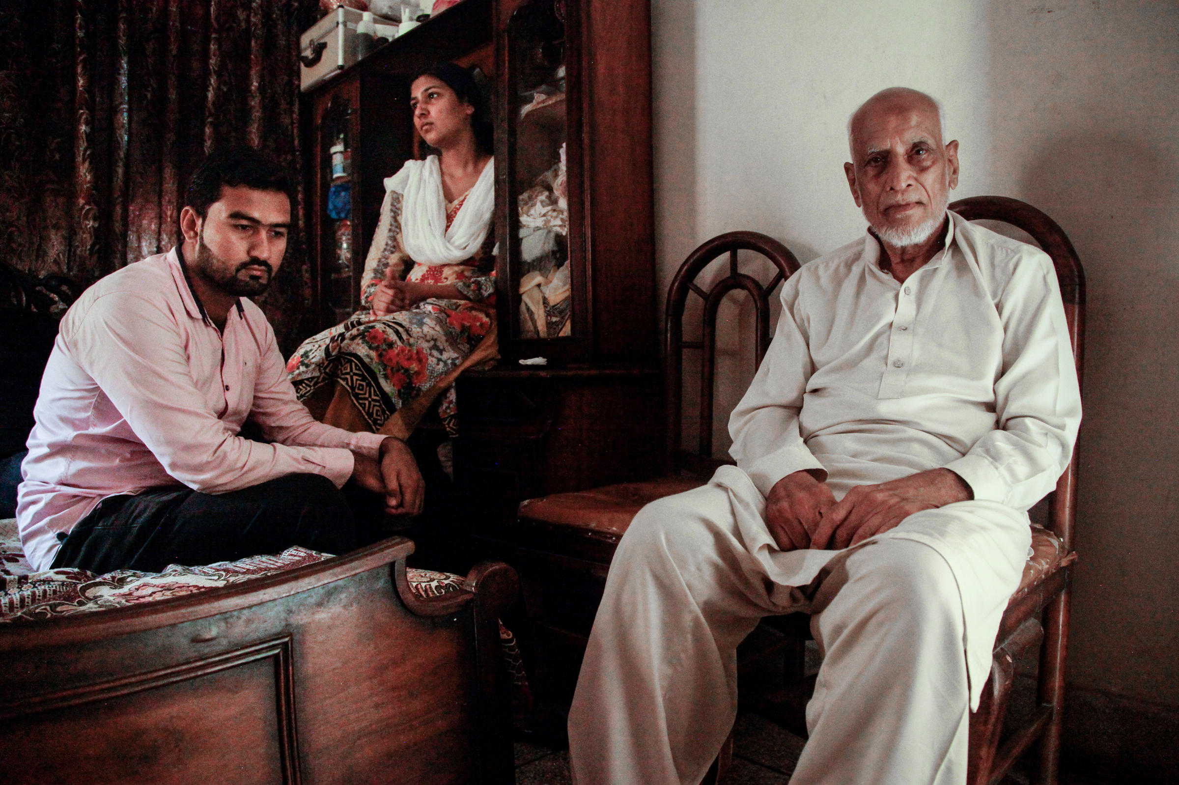 the 1947 communal violence in lahore Taji did not witness any violence and killings himself but recalls hearing stories  from  they have many followers from the khwaja sira community in lahore.