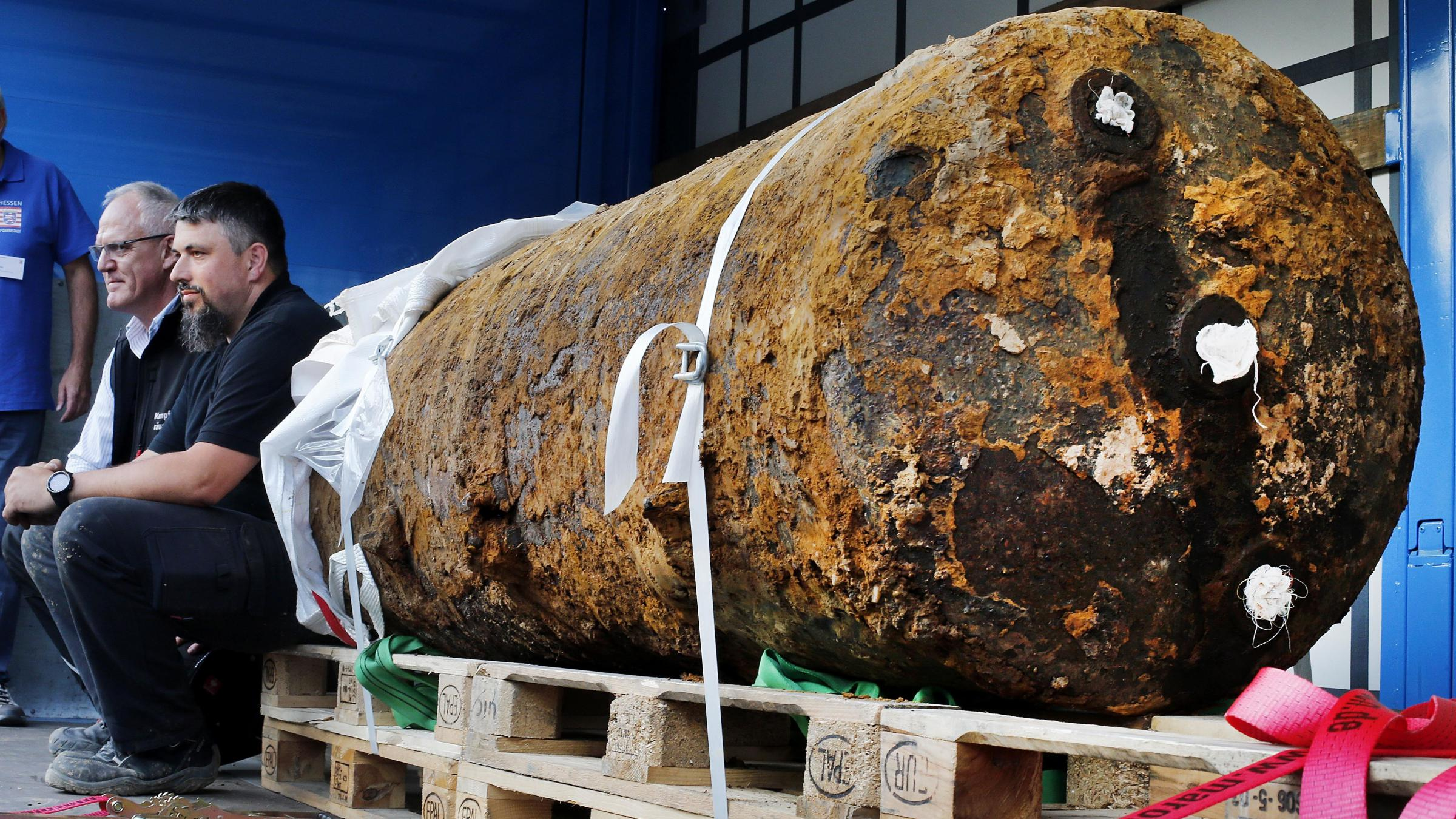 Frankfurt evacuates thousands to defuse World War II bomb