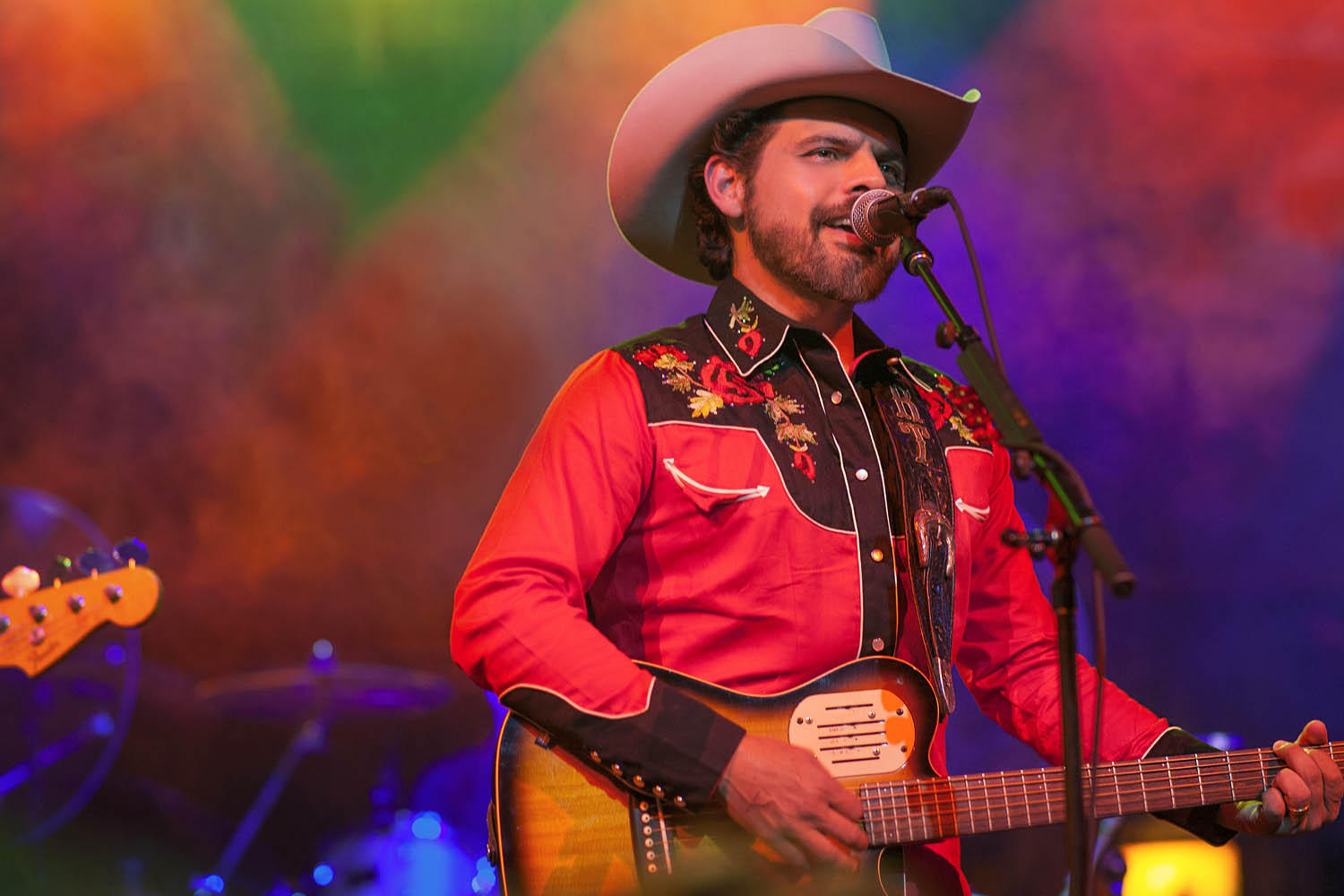 Country Music Star Rick Trevino Sings About Latin-American