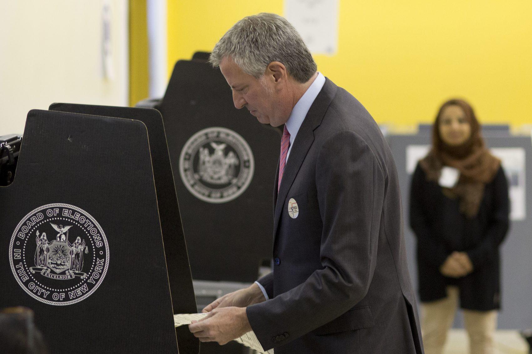 New York City Mayor Bill de Blasio wins low-turnout Democratic primary