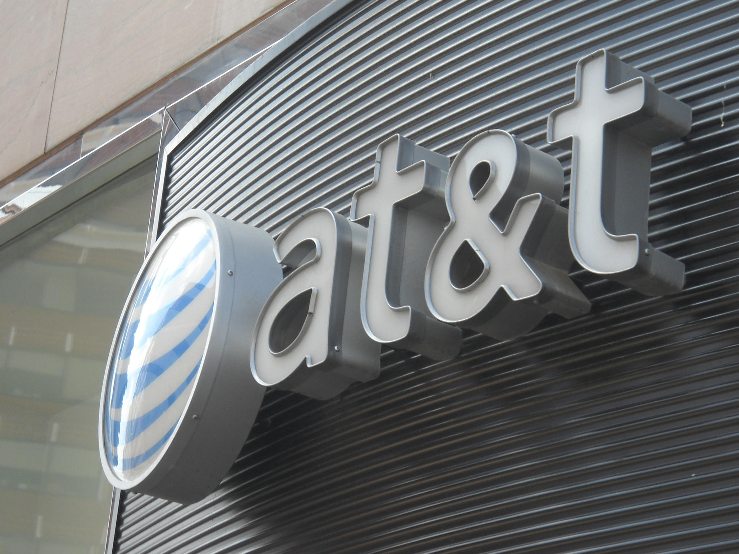 AT&T confident court will reject Justice Department challenge to Time Warner deal