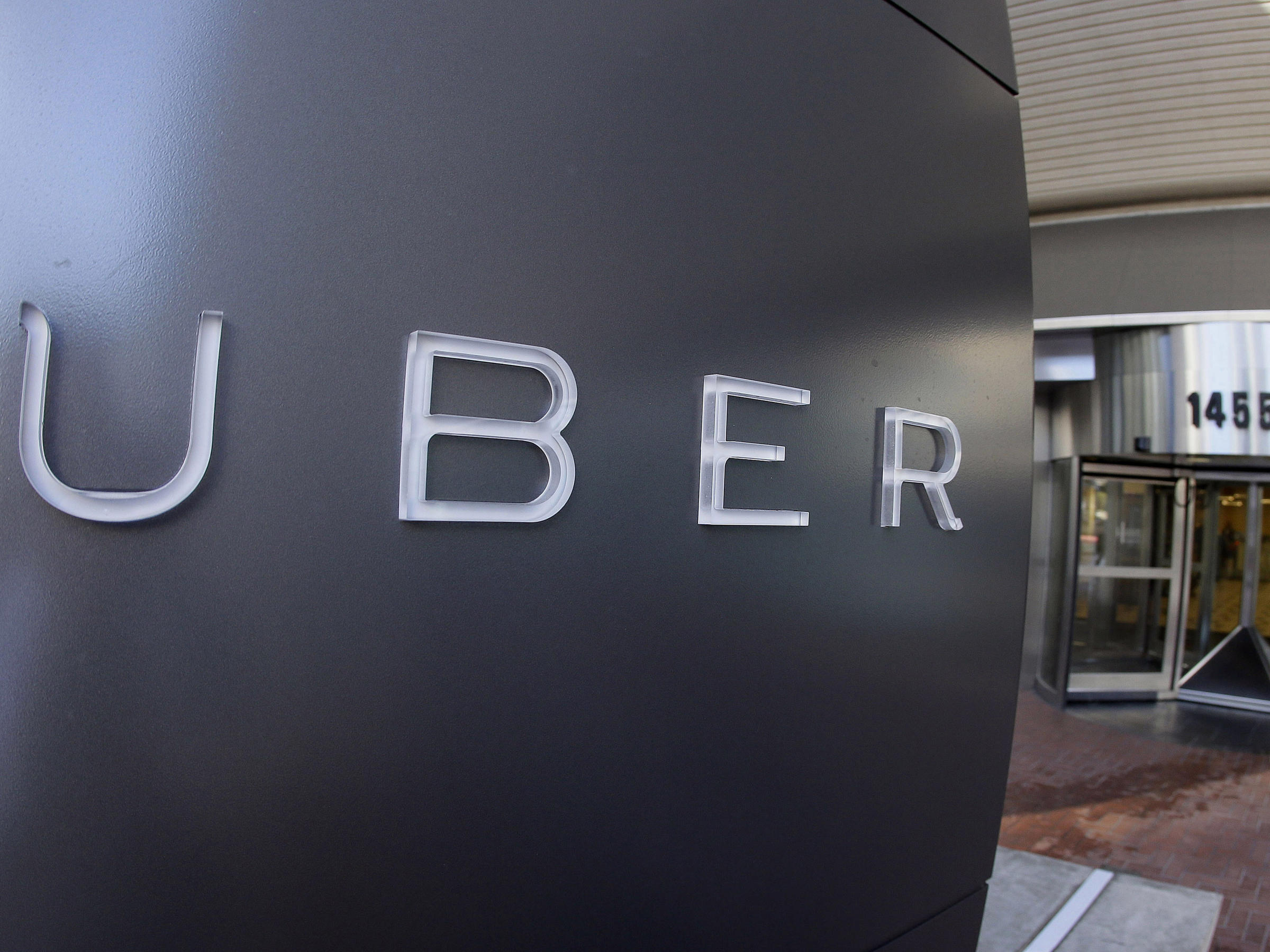 Uber in legal crosshairs over hack cover-up