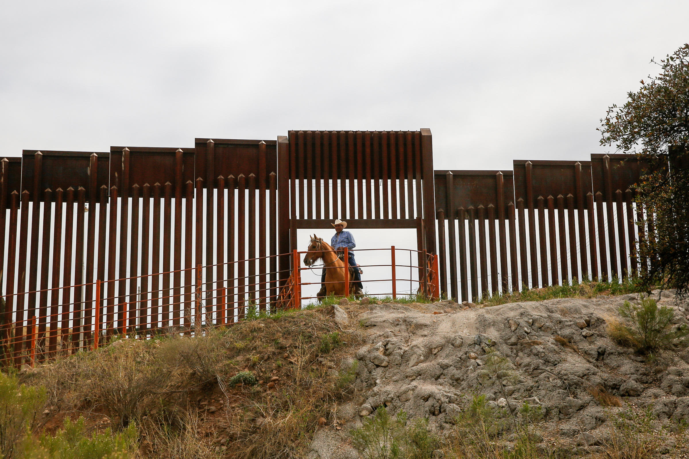 Where U.S.-Mexico border fence is tall, border crossings fall