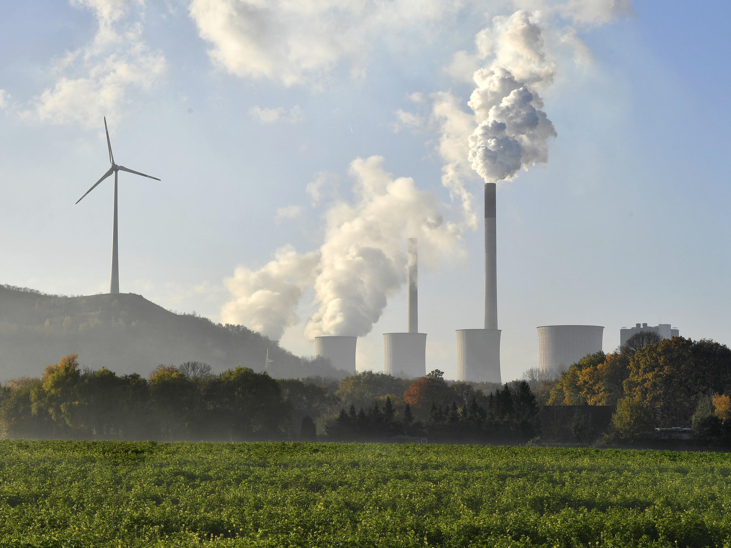 a coal burning power plant steams in gelsenkirchen germany while the 23rd un conference of the parties cop climate talks end in bonn germany on nov - Xecutive Resume Examples