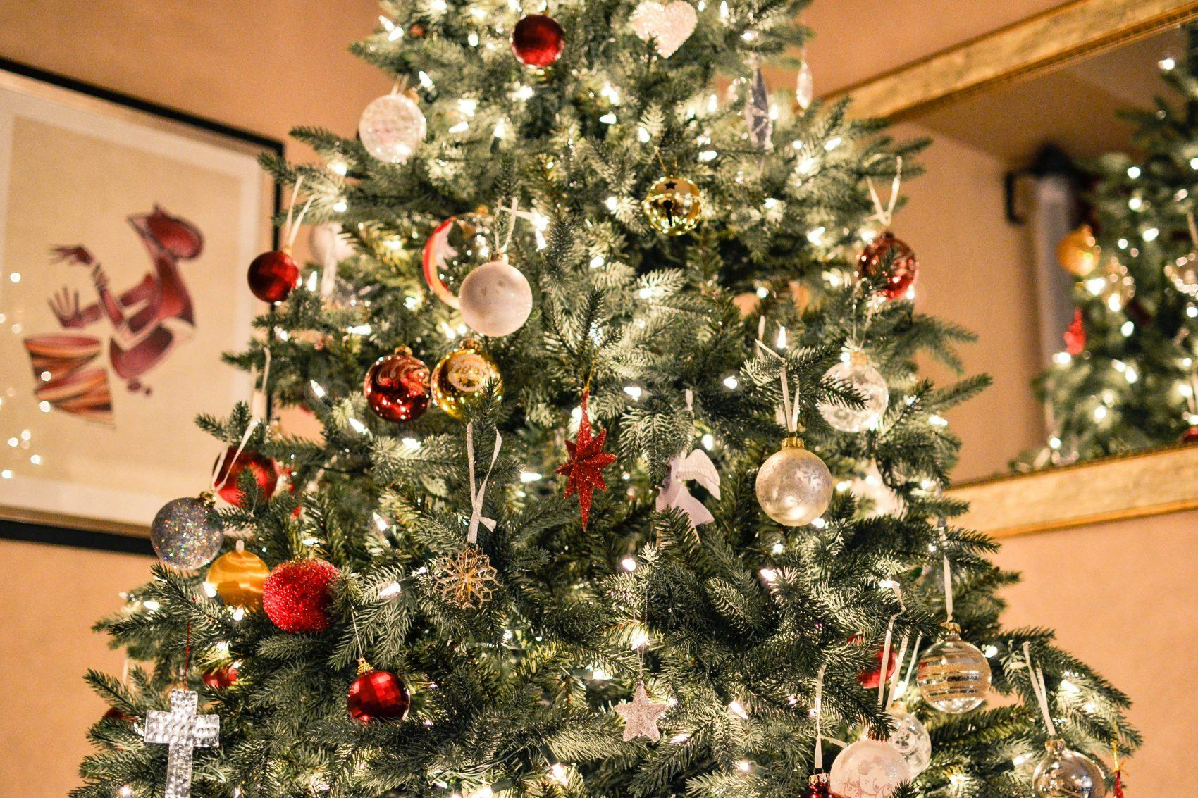 When to clean the Christmas tree 70