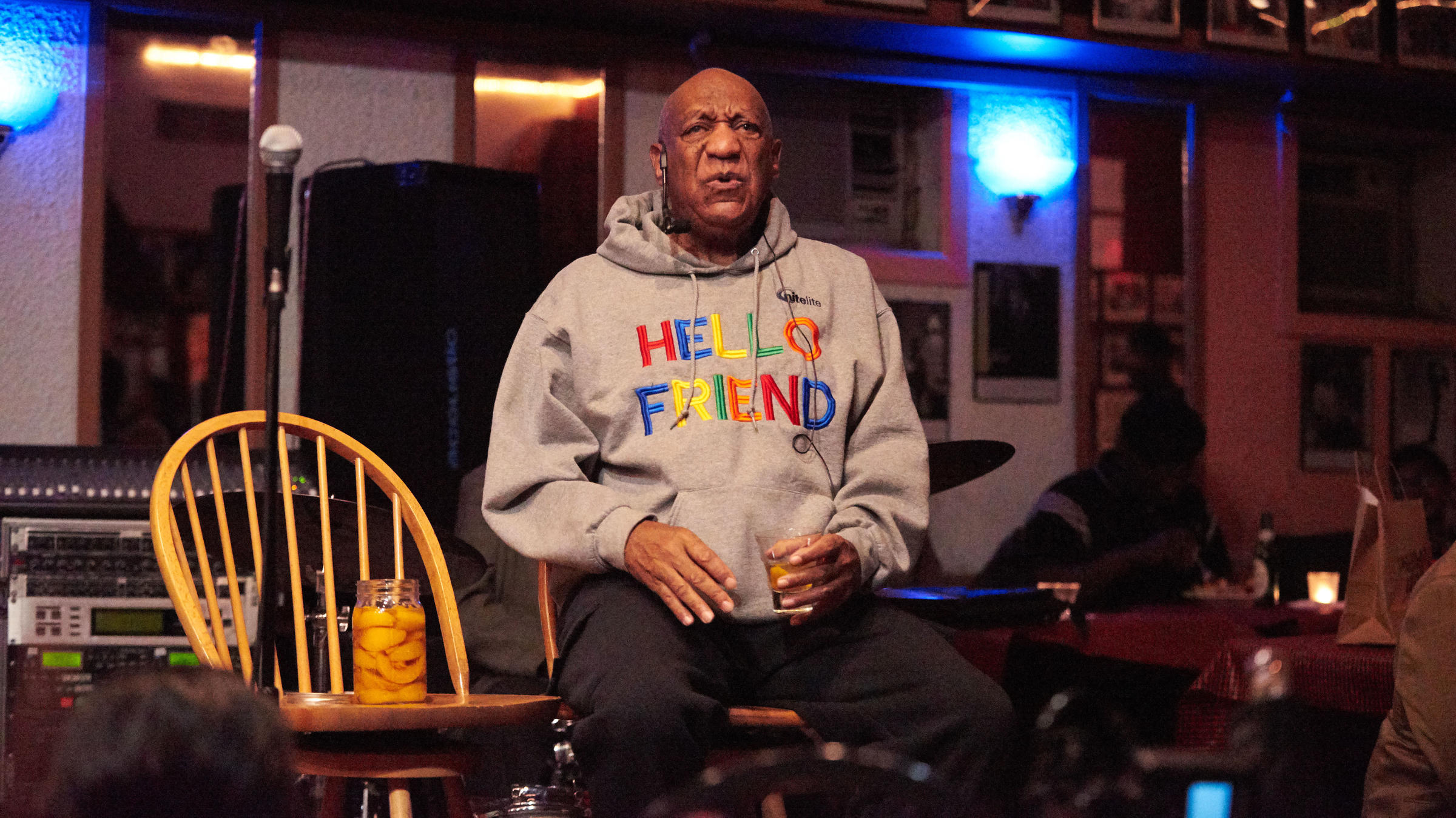 Bill Cosby returns to stage
