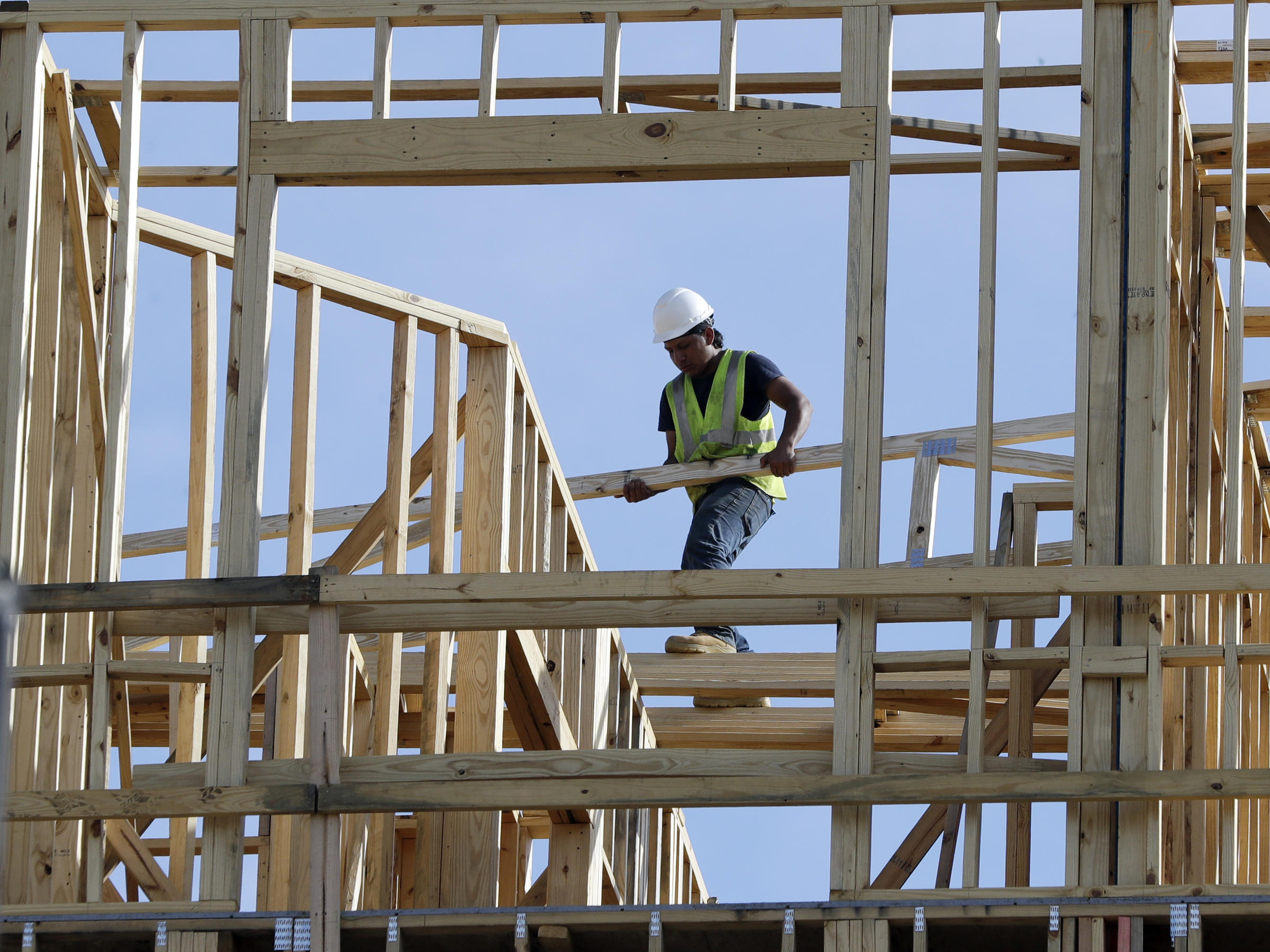 U.S. economy grows 2.6% in fourth quarter, GDP shows