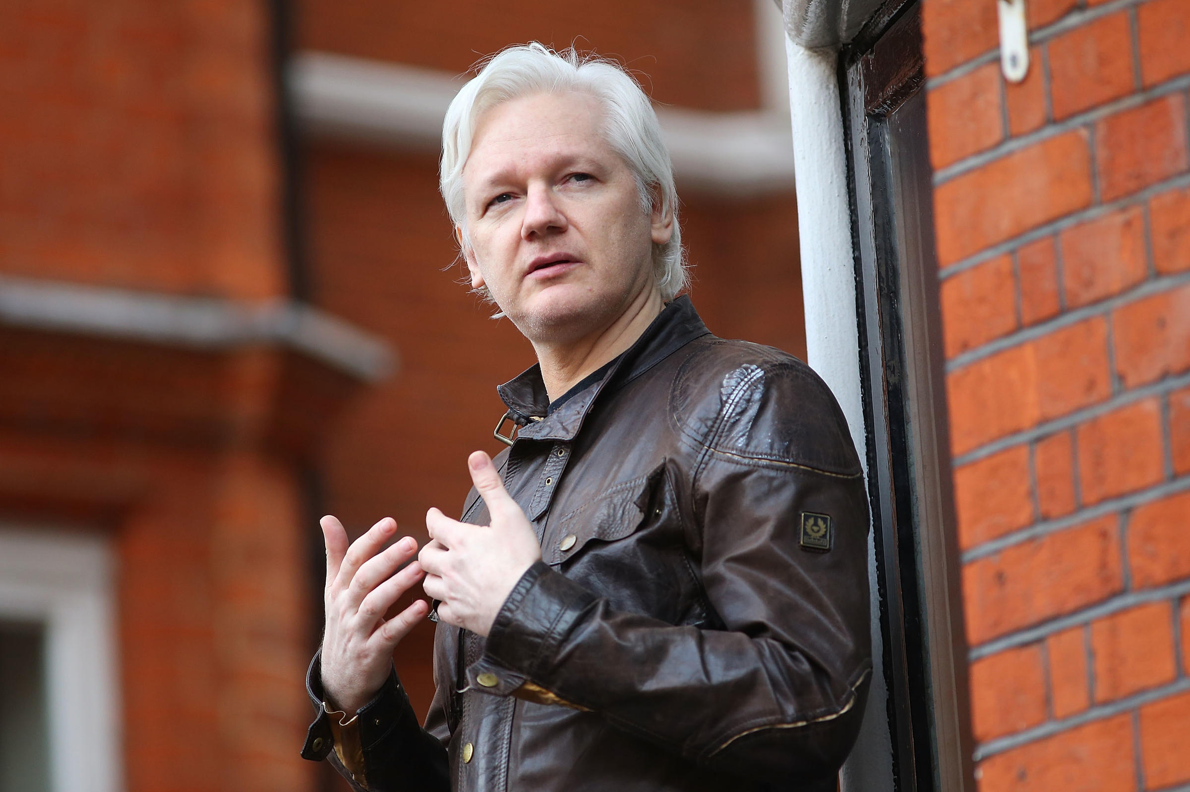 Judge upholds u k warrant against julian assange wlrn for Julian balcony