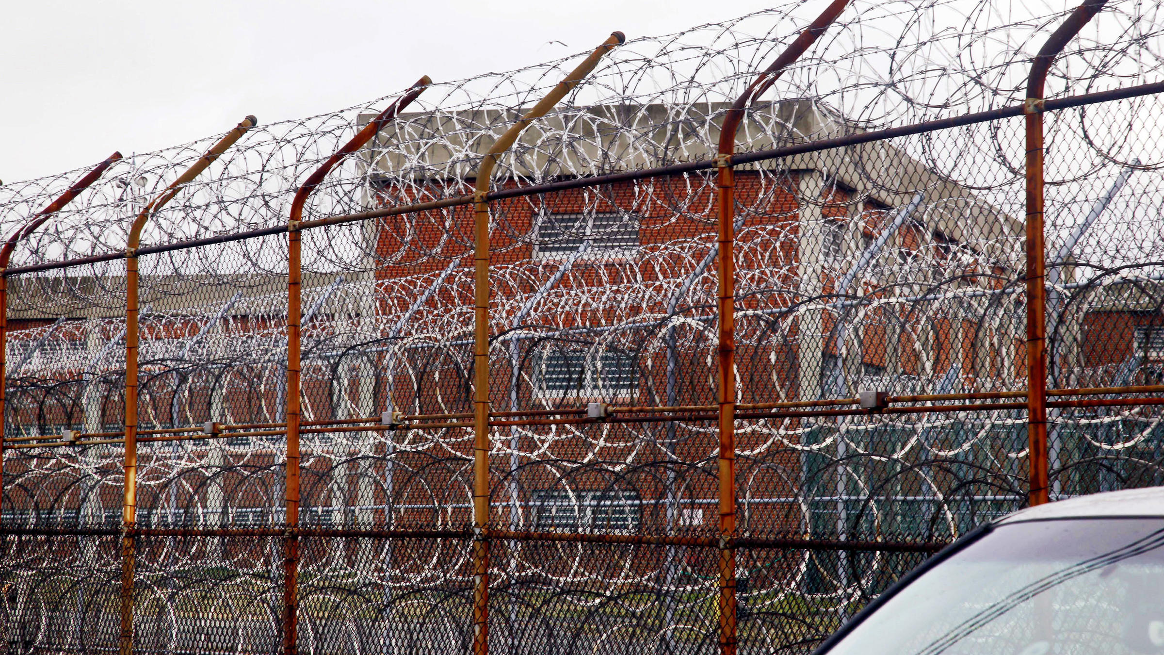 Mayor, council reach deal to close Rikers Island jail complex