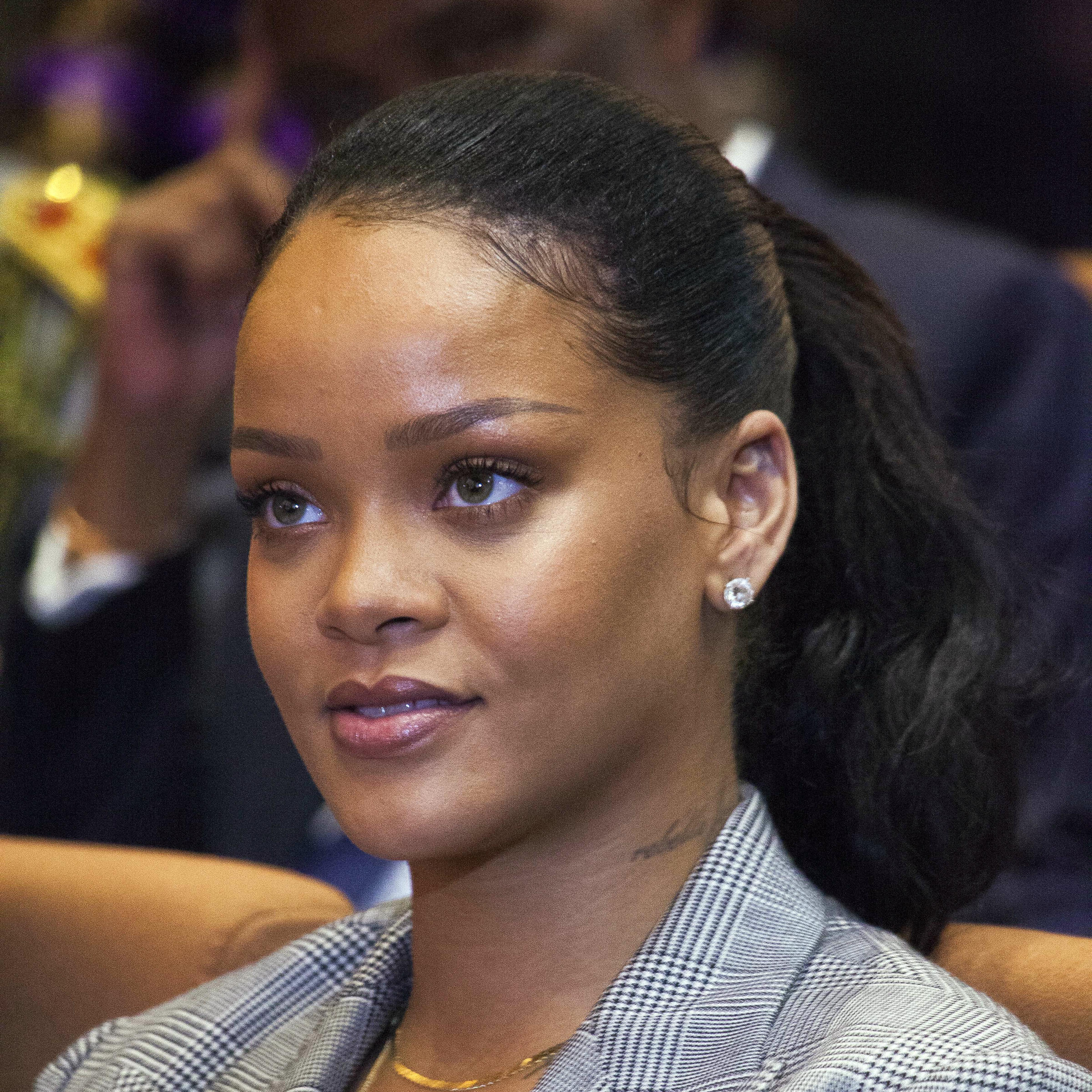 Rihanna's Reaction To Snapchat's Offensive Ad Cost The Company $800 Million