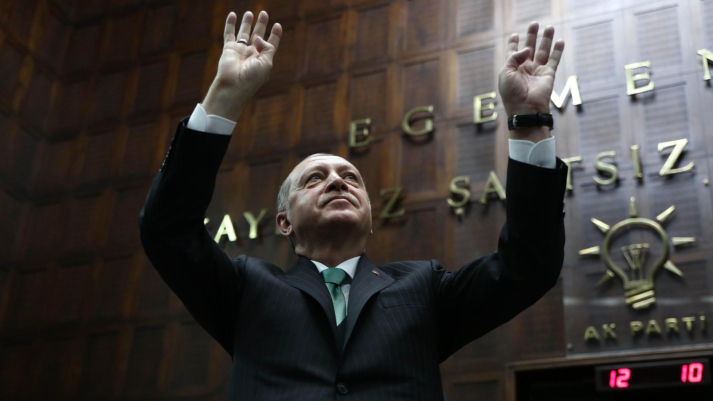 Turkey: President Erdogan calls snap election for June