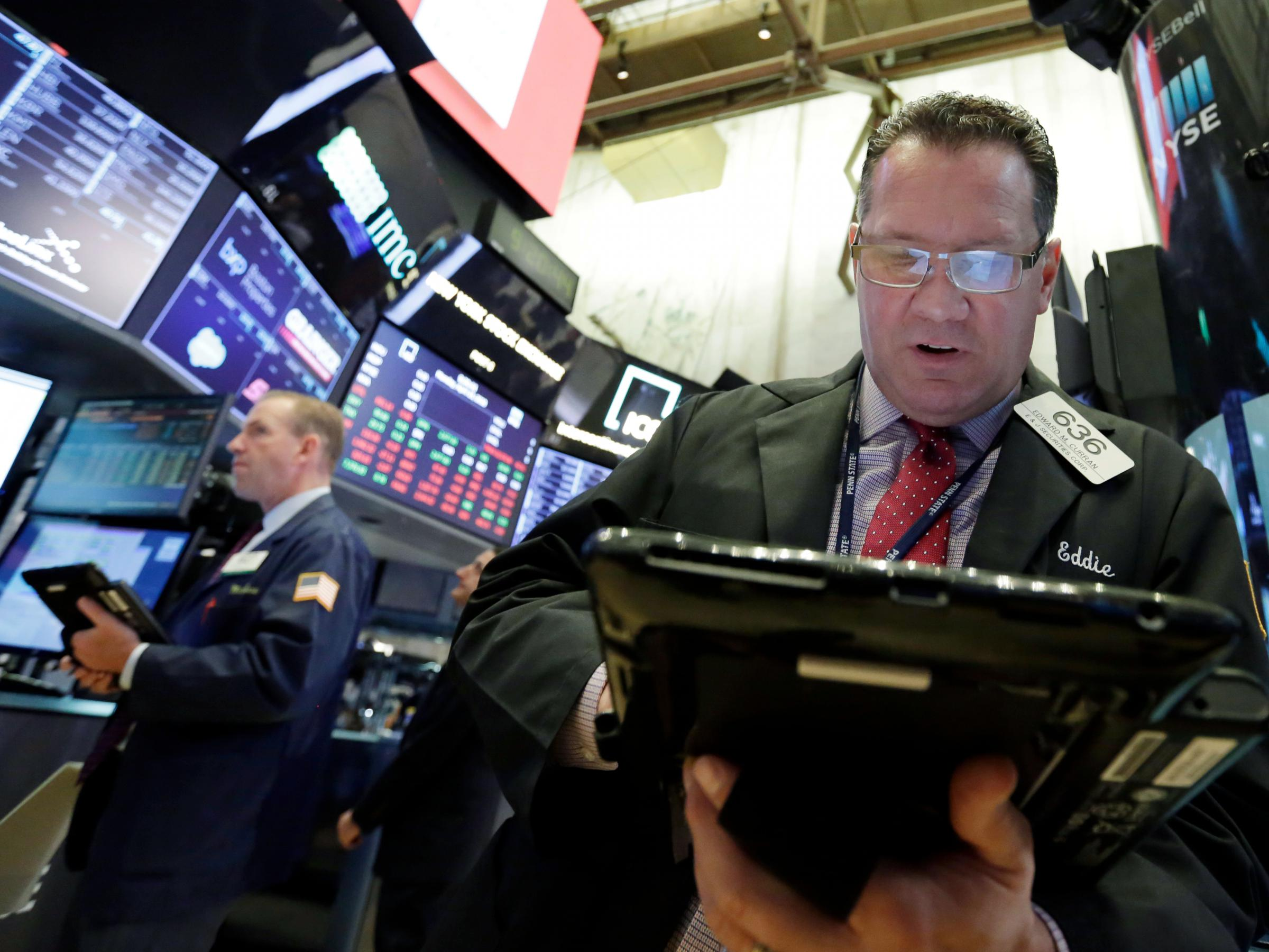 Stocks end down on interest rate fears, earnings; Dow -1.7%