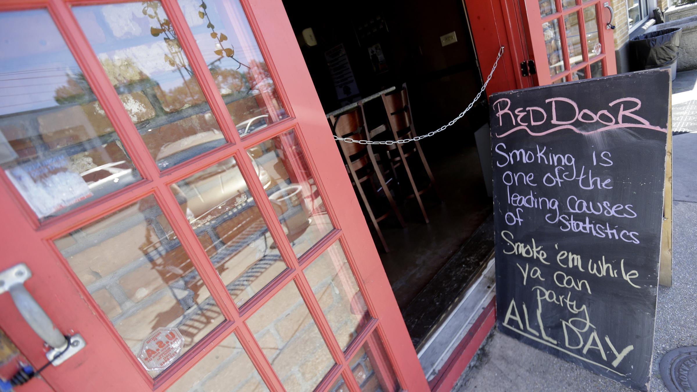 New Orleans Bans Smoking In Bars Restaurants Whqr