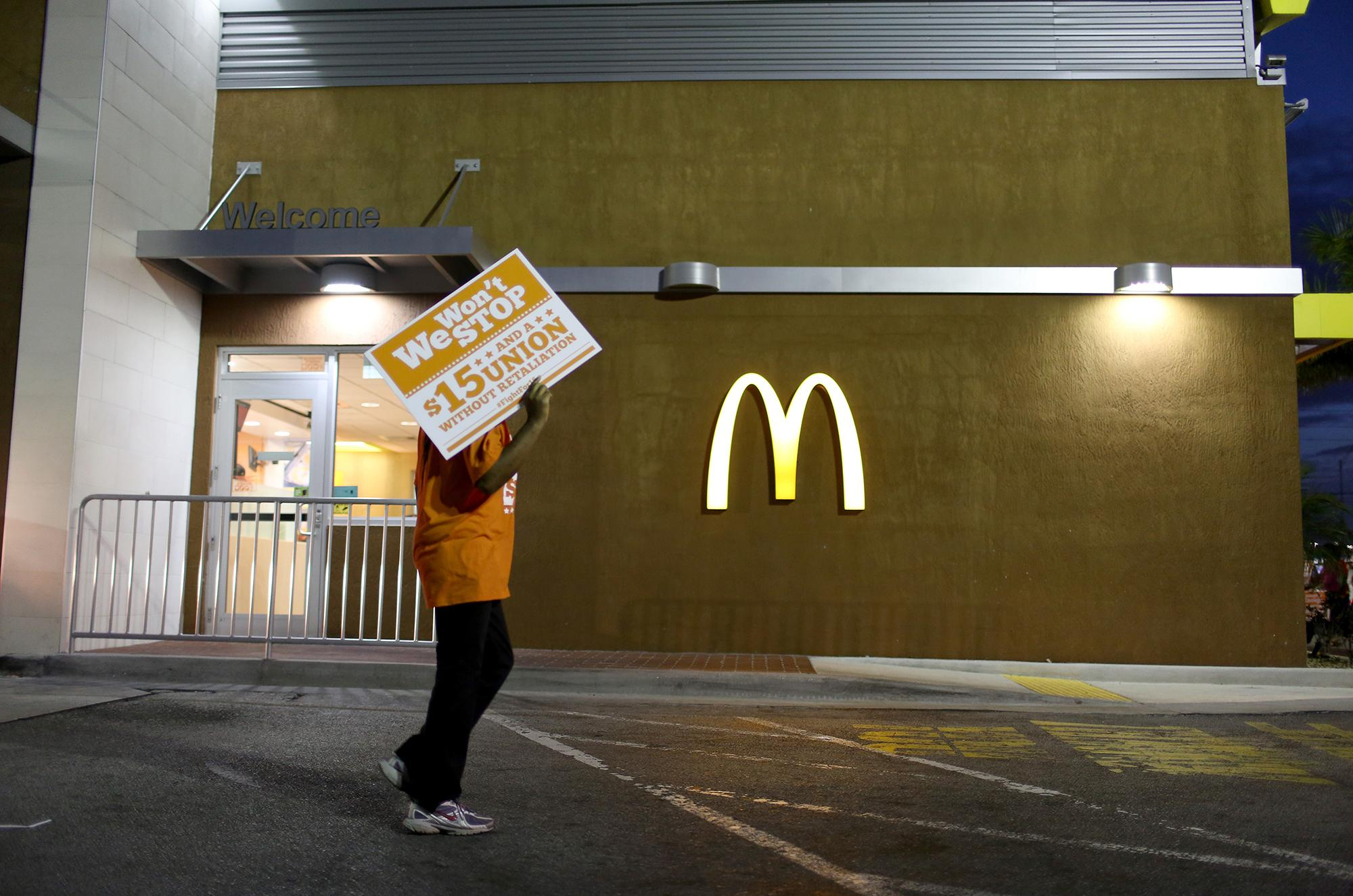 Forked\' Rates Restaurants On How They Treat Their Workers | WGLT