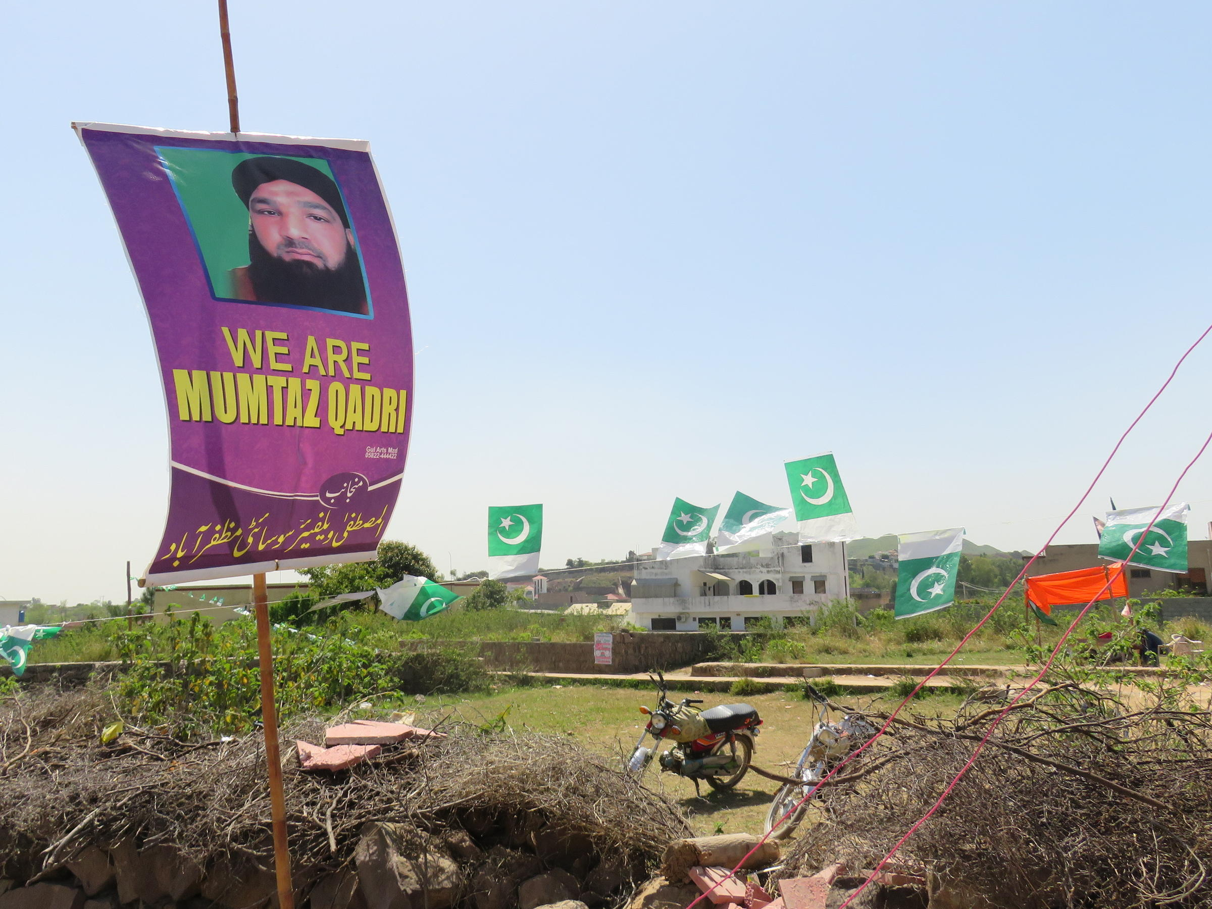 Pakistans religious right mobilizes anew to defend blasphemy laws pakistans religious right has rallied around mumtaz qadri who was recently hanged following his conviction for the 2011 murder of a politician izmirmasajfo