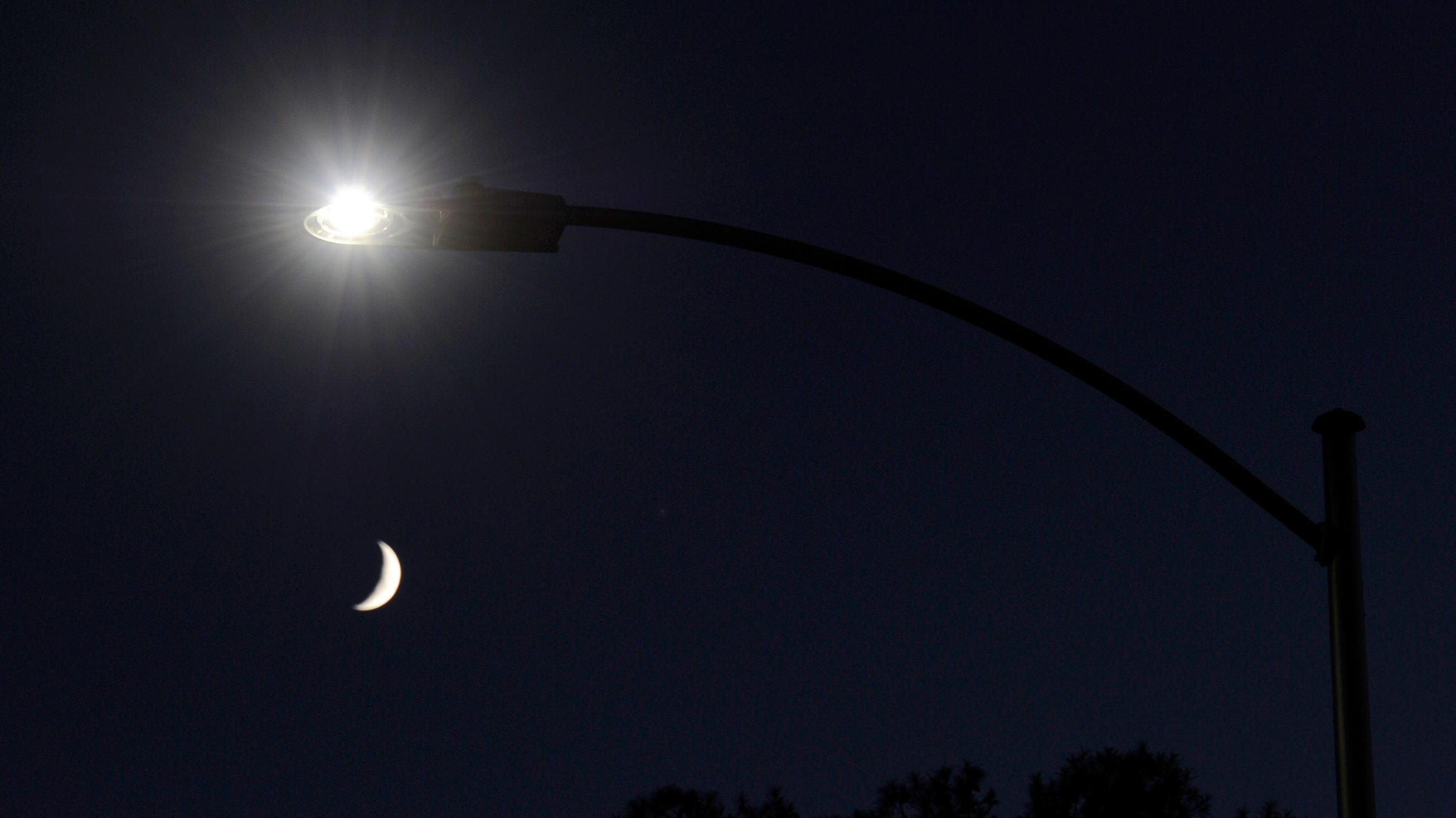 Bright Bluish White Led Streetlamps Disrupt Sleep Cycles