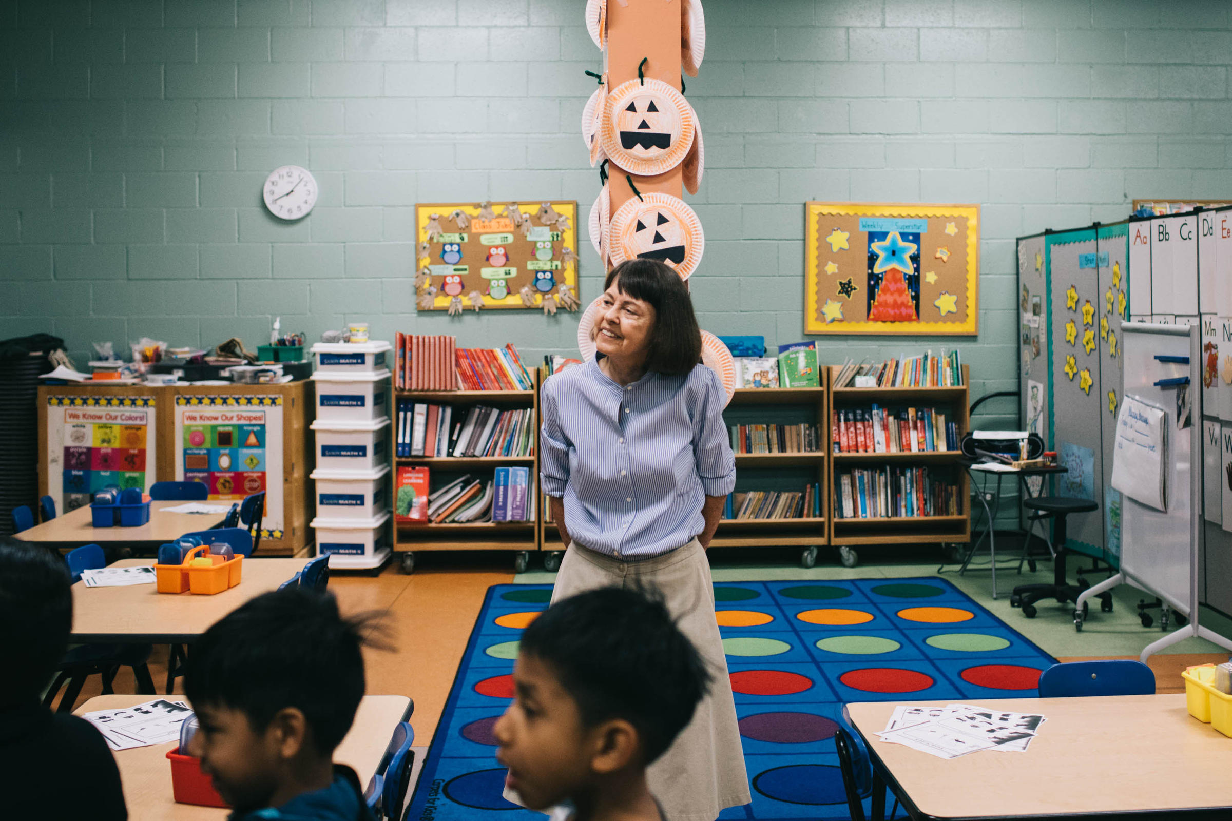 bilingual education 2 Bilingual education began in the 1960s as a method to teach non-english-speaking students the term bilingual education may also be used in reference to teaching english-speaking students a foreign language continue reading to find out more information about bilingual education and how to enter.