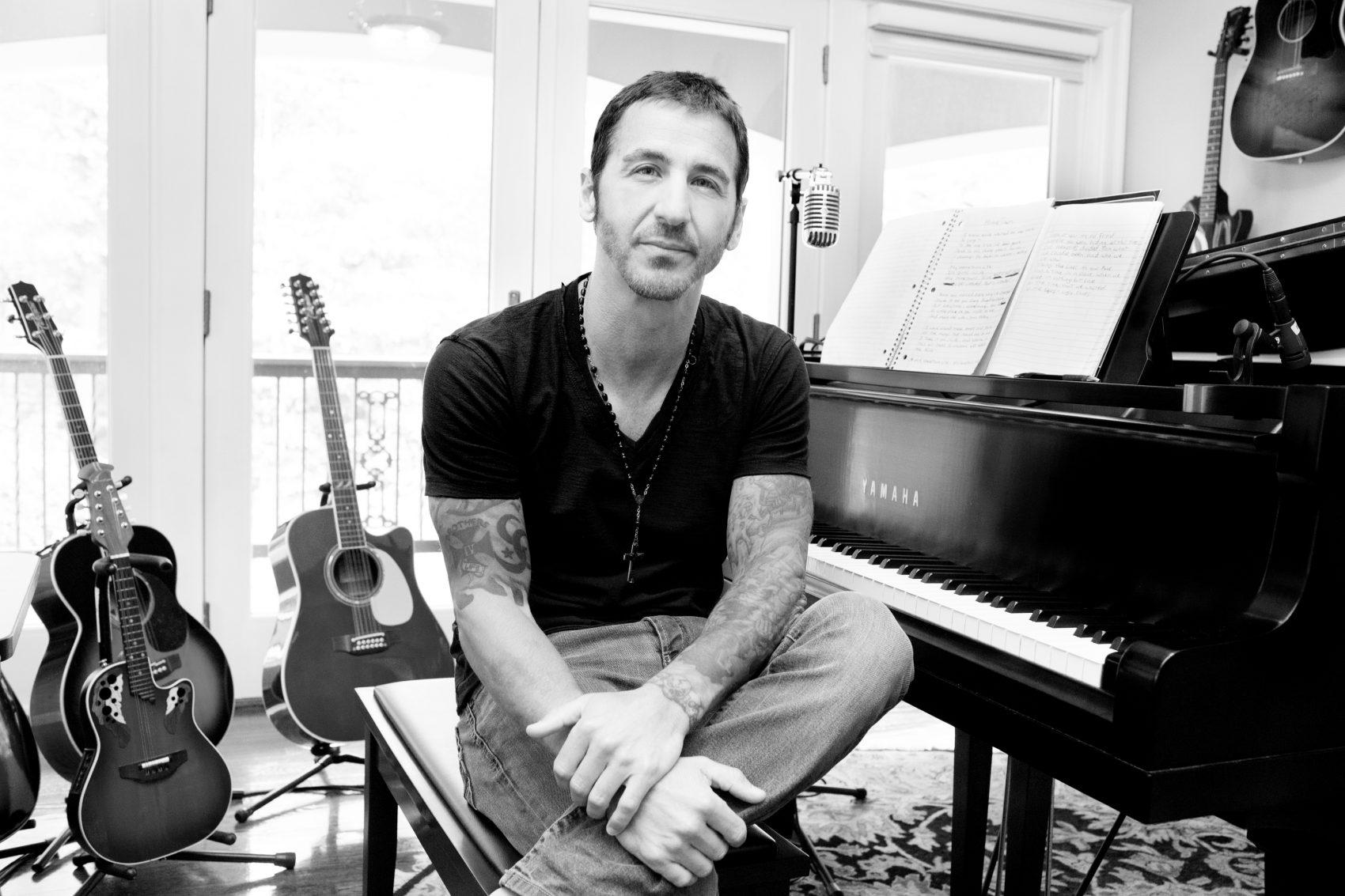 d82dcb5ddc2 Godsmack Rocker Sully Erna s New Solo Song Fights Opioid Addiction ...