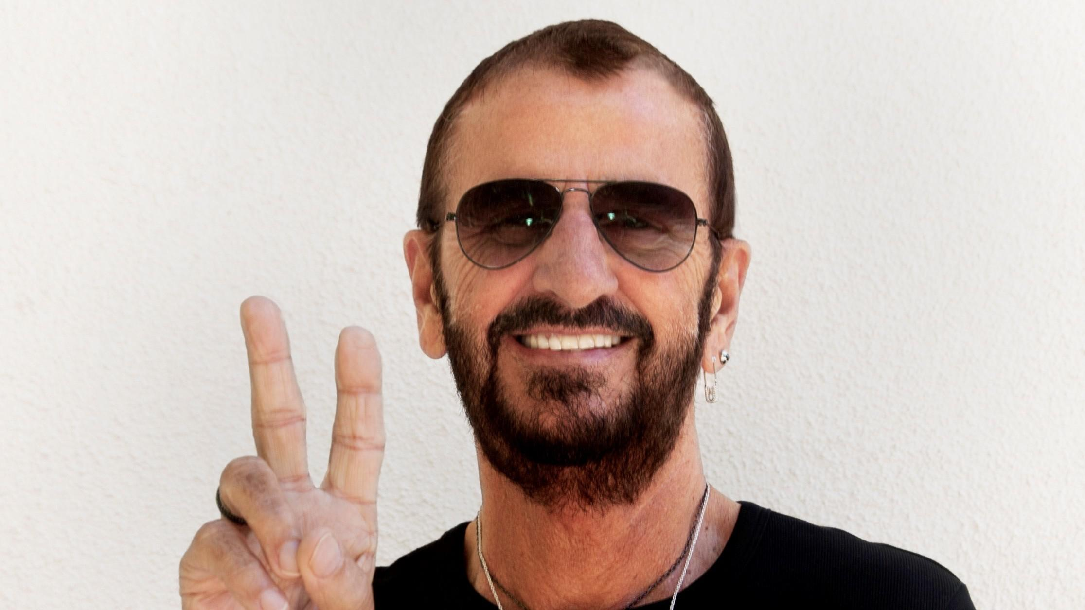 ringo starr on brexit beatlemania and 39 give more love 39 kosu. Black Bedroom Furniture Sets. Home Design Ideas