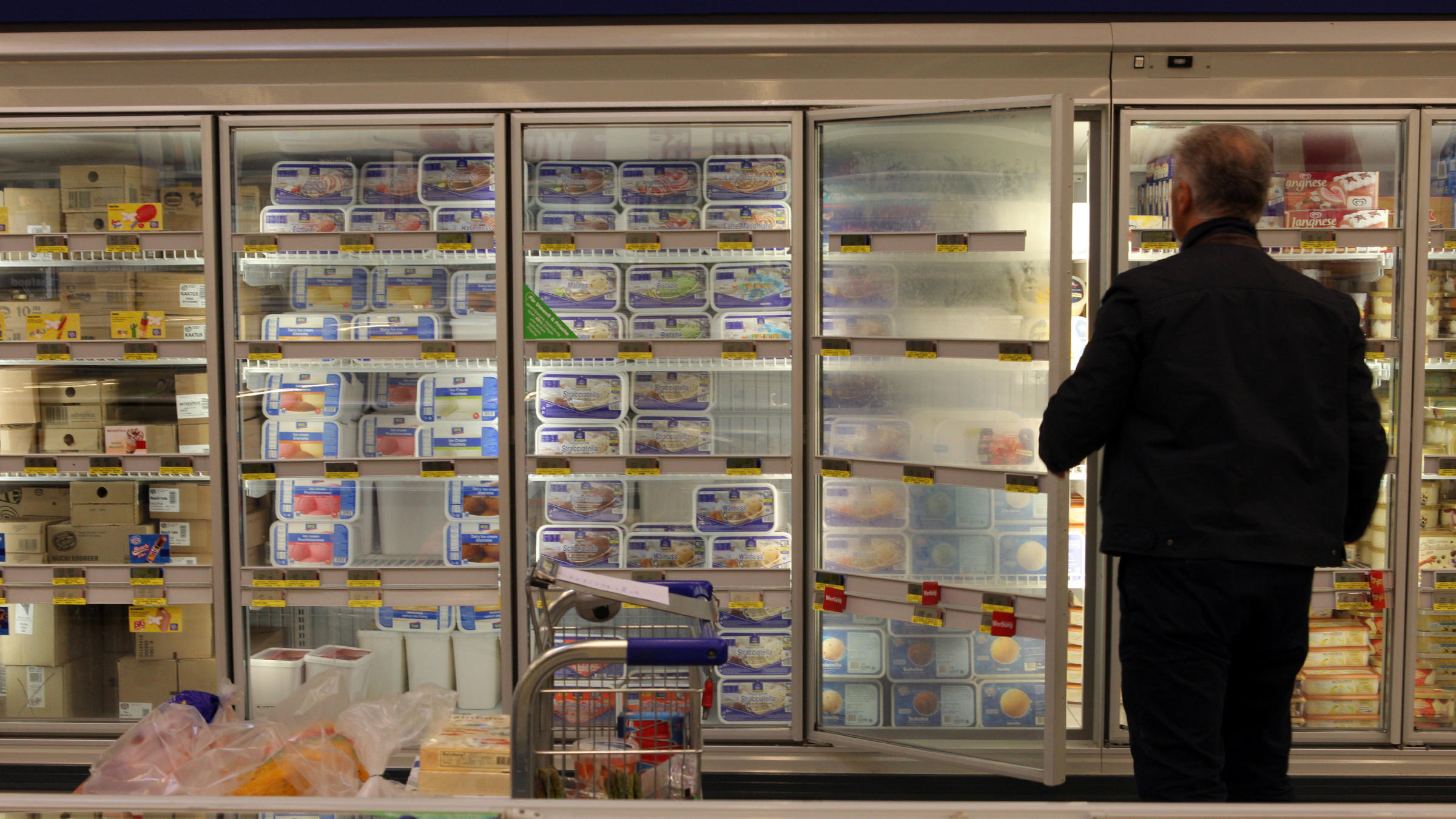 One reason frozen food sales might be faltering is because of design.  That glass door. It really creates a fence  says food trend analyst Phil Lempert. & Frozen Food Sales Feel The Heat As Consumers Opt For Fresh | Harvest ...
