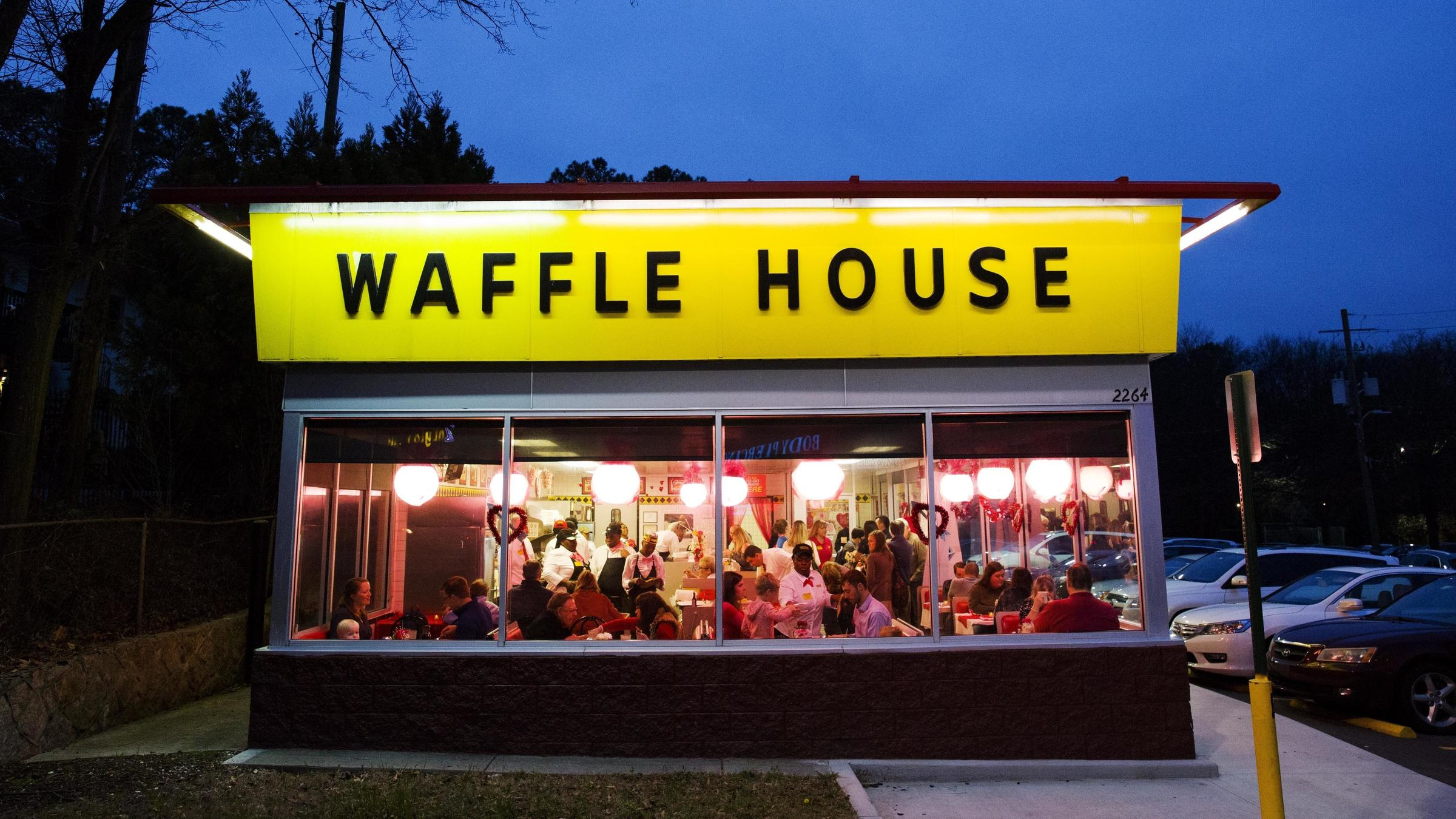 Waffle House Waitress Helps Customer Goes Viral Gets Scholarship