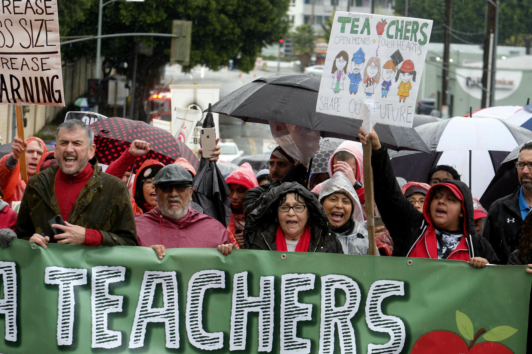 Talks resume in effort to end strike by LA teachers
