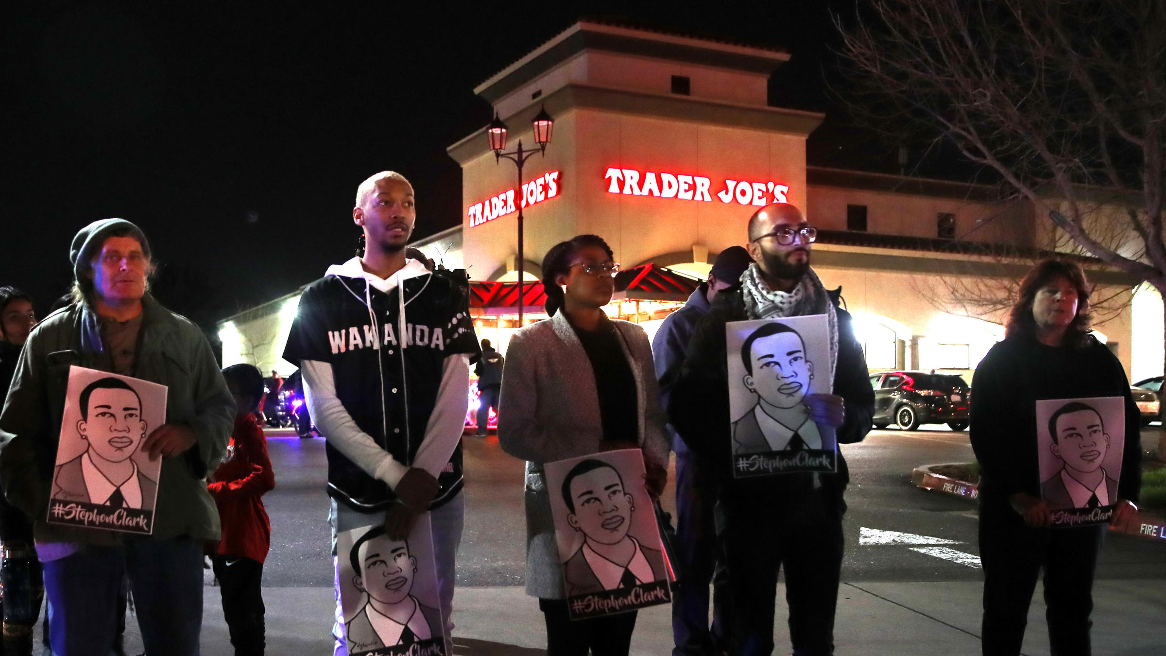 e15f41a788ea5d ... Sacramento streets on Monday to march in protest of the decision to not  charge Sacramento police officers who shot and killed Stephon Clark last  year.