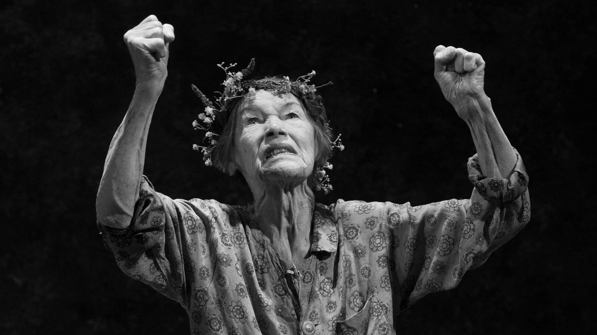 Glenda Jackson Plays The Title Role In Shakespeares King Lear On Broadway Jackson Still Gets Nervous After Decades On Stage Because She Knows How Easy It