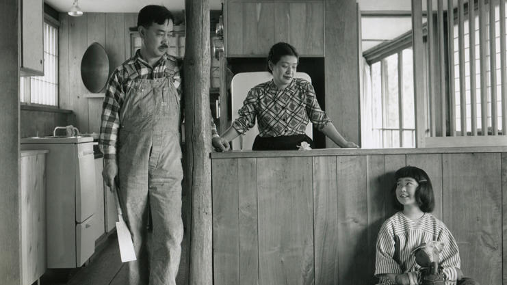 <p>George and Marion Nakashima, photographed with their daughter Mira. </p>