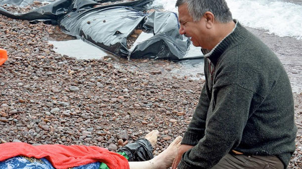 <p>An Iraqi man mourns his wife on the beach on Lesbos on October 15, 2015.</p>