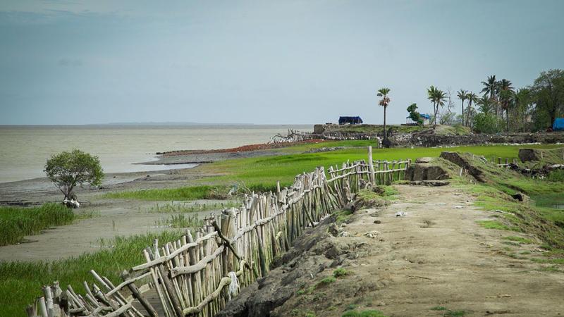 <p>At the tip of Sagar Island where it meets the Bay of Bengal battered earthen dikes no longer keep the sea at bay.</p>