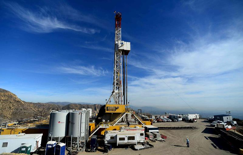 <p>Crews from Southern California Gas Company and outside experts work on a relief well at the Aliso Canyon gas field above the Porter Ranch section of northwest Los Angeles, California.</p>