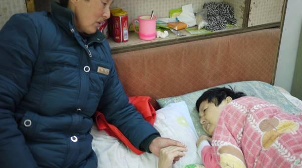 Liuchong villager Zhang Runxiang, with her mother in 2013, died two days after this picture was taken. Villagers say their water has been poisoned by a chemical company.