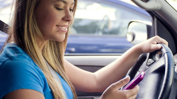 15862-a-teen-girl-texting-while-driving-pv.jpg
