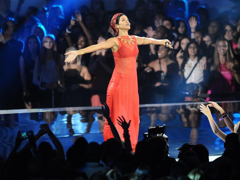 Rihanna performs at MTV's Music Video Awards in 2012. This year, the singer will accept the Video Vanguard Award.