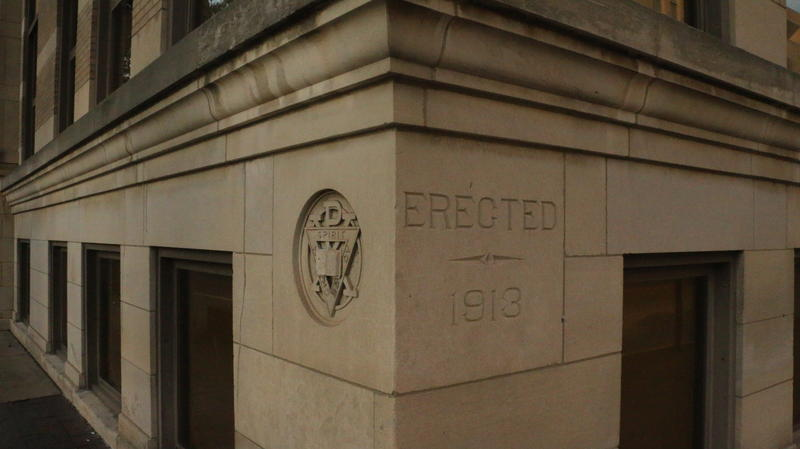 Erection date engraved on the corner of the building.