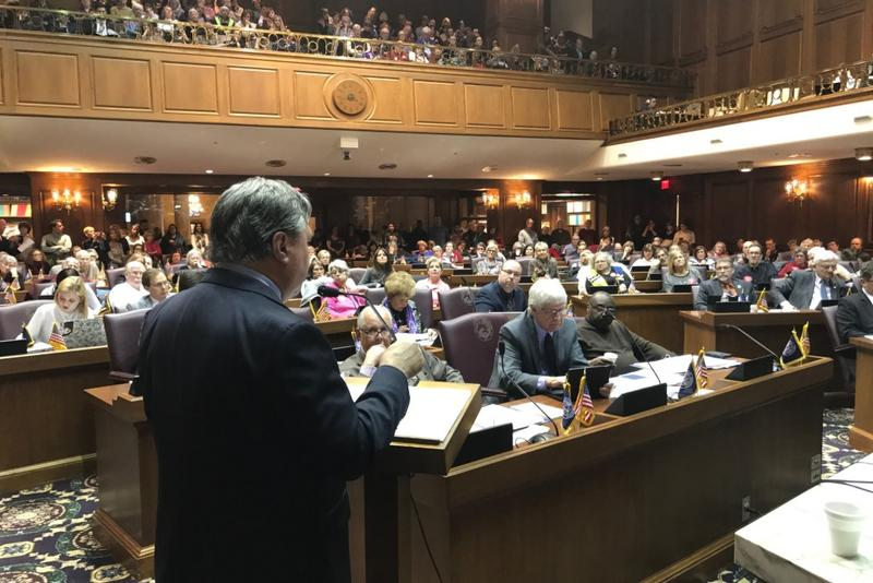 Rep. Jerry Torr (R-Carmel), author of the redistricting reform bill, presents it to the Elections Committee in a packed House Chamber. (Brandon Smith/IPB News)