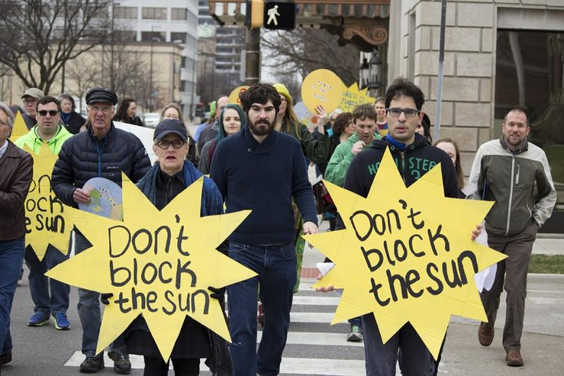 SB 309 spawned protests all over the state, like this one in Fort Wayne, from renewable energy advocates. (Nick Janzen/IPBS)