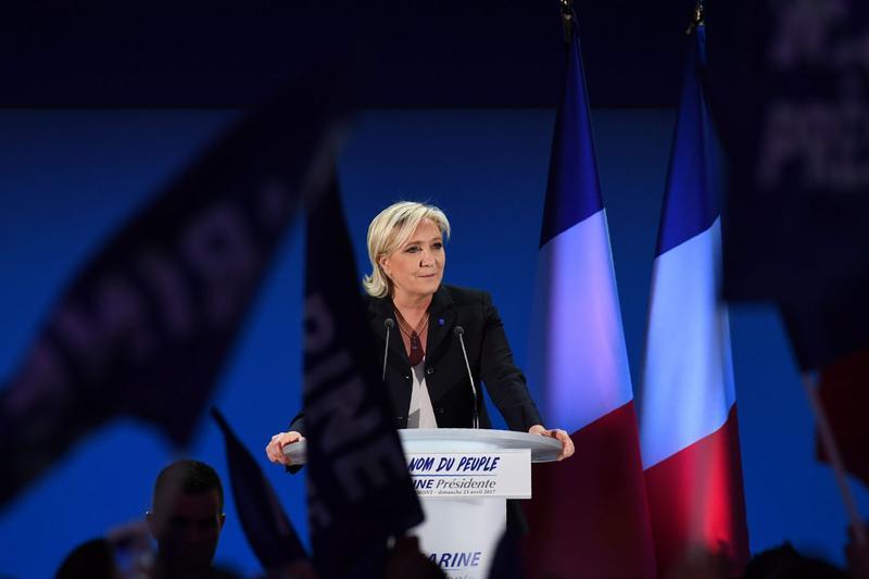 French Political Establishment Rallies Against Far-Right Le Pen