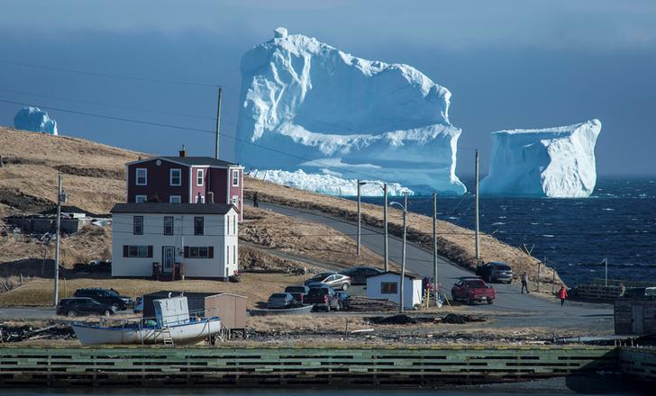 "<div data-p=""al,,0,b,,0,i,_parent,,,,-1,"" id=""DocDatePnl""> <div data-p=""al,,0,b,,0,,,-1,,,-1,"" id=""DocDateLbl"">Residents view the first iceberg of the season as it passes the South Shore, also known as ""Iceberg Alley"", near Ferryland Newfoundland, Canada"