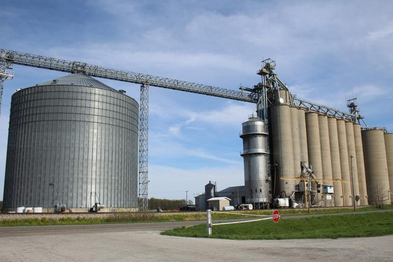 A grain elevator in White County. (Annie Ropeik/IPB File Photo)