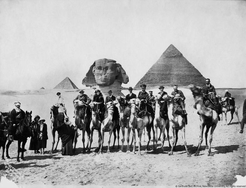 Gertrude-Bell-seated-between-Winston-Churchill-and-T.E.Lawrence-Cairo-Conference-1921-02.jpg