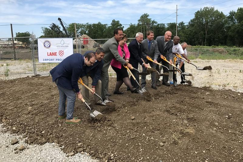 Mayor Tom Henry and members of the Fort Wayne city council at the ceremonial ground breaking (Nick Janzen/IPBS)