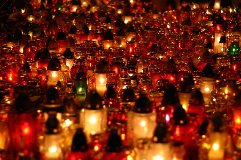 Thousands of candlelights lit in front of Poland's presidential palace in memory of the victims of a fatal plane crash. Warsaw, April 2010.