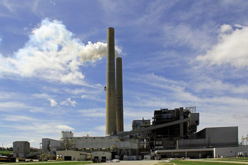 The A.B. Brown Generating Station is a coal-fired power station owned and operated by Vectren near Mount Vernon, Indiana. (PBurzynski/Wikimedia Commons)
