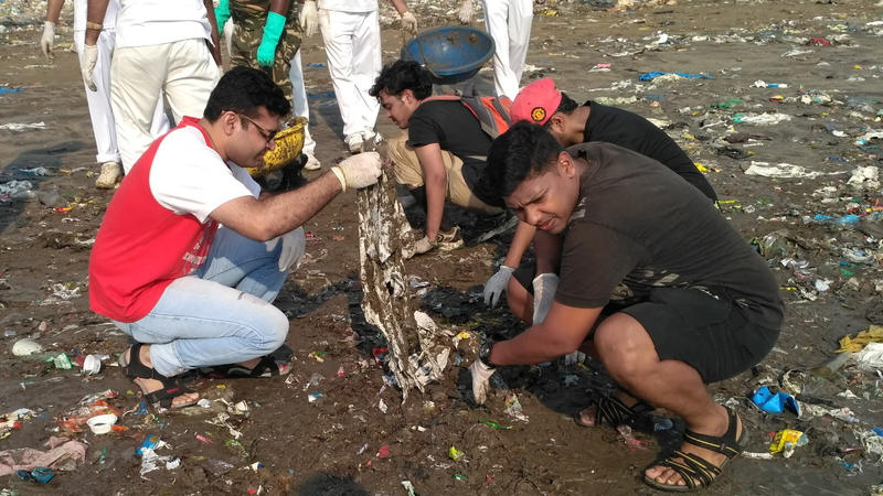 <p>Volunteers inspired by Mumbai lawyer Afroz Shah participate in a weekend beach cleanup.</p>